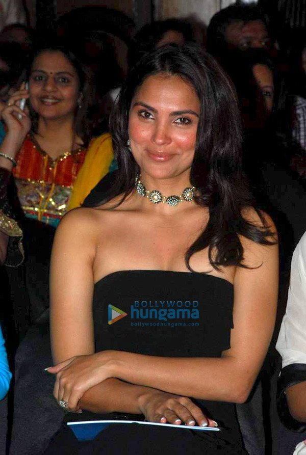 Lara Dutta, Dia, Mandira and Shabana at Ritu Kumar show - SEXIEST FASHION SHOWS IN THE WORLD PICS - Famous Celebrity Picture