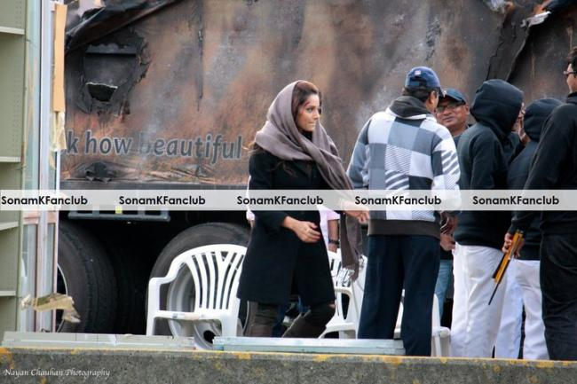 Sonam Kapoor on sets of Mausam and Players