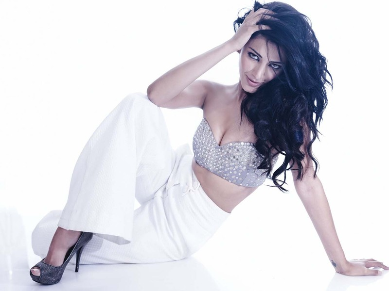 Shruti Haasan Sexiest Pics - Latest