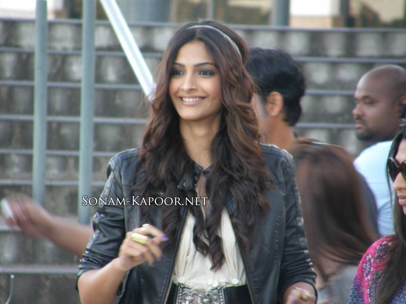 Sexy Sonam Kapoor On The Sets of Players.