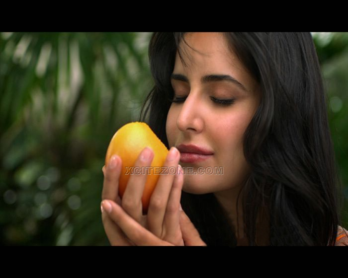 Katrina Kaif Mango Slice Latest Wallpapers