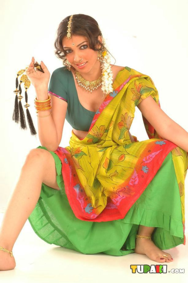 Yukta Mookhey Hot Wallpapers in movie
