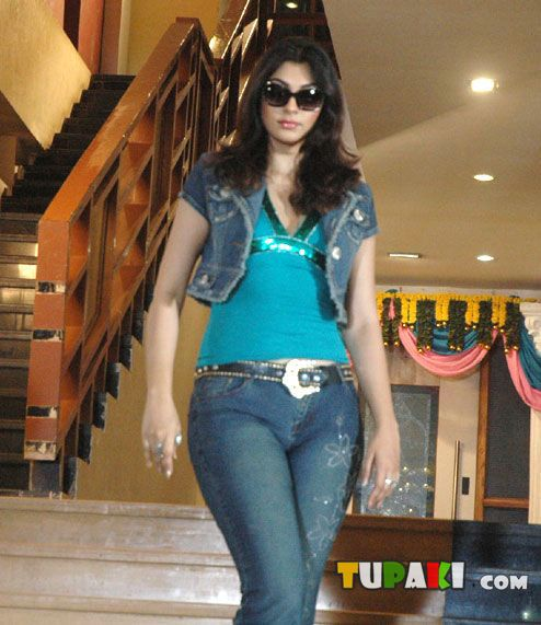 Yukta Mookhey - Yukta Mookhey Hot Wallpapers in movie