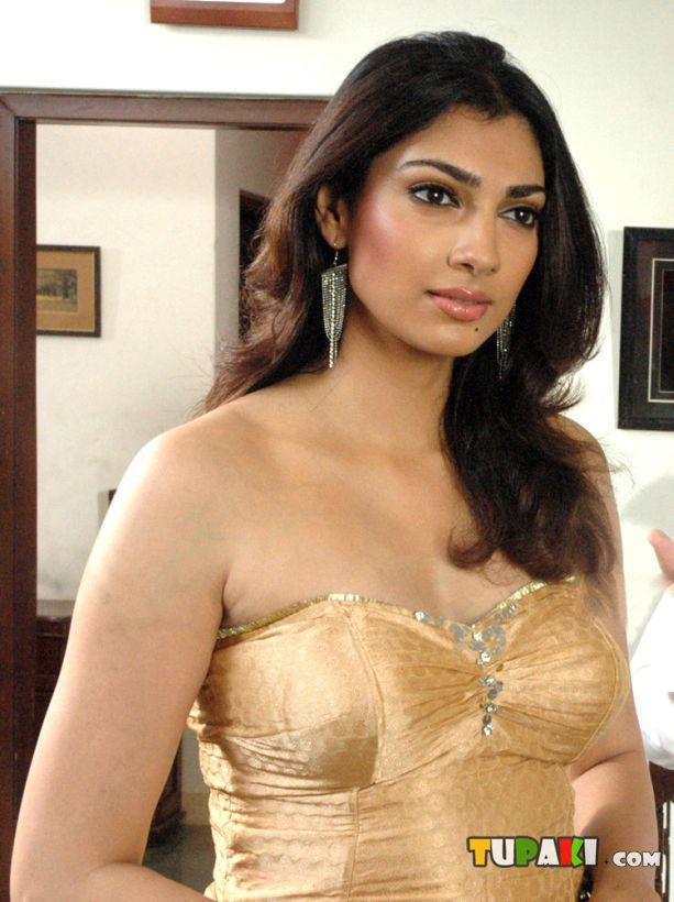 ", Yukta Mookhey Hot Wallpapers in movie ""Arangera Naal"""