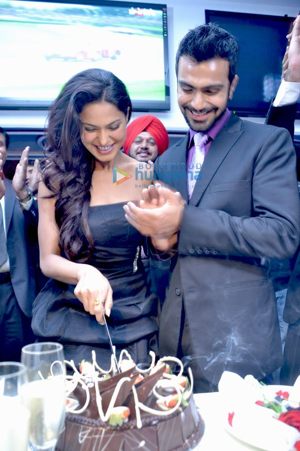 Veena Malik -  Veena Malik celebrates her birthday with Ashmit Patel