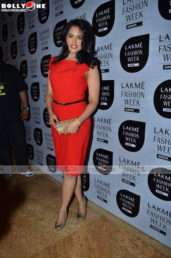 , Red Hot Sameera Reddy at Lakme fashion week 2011