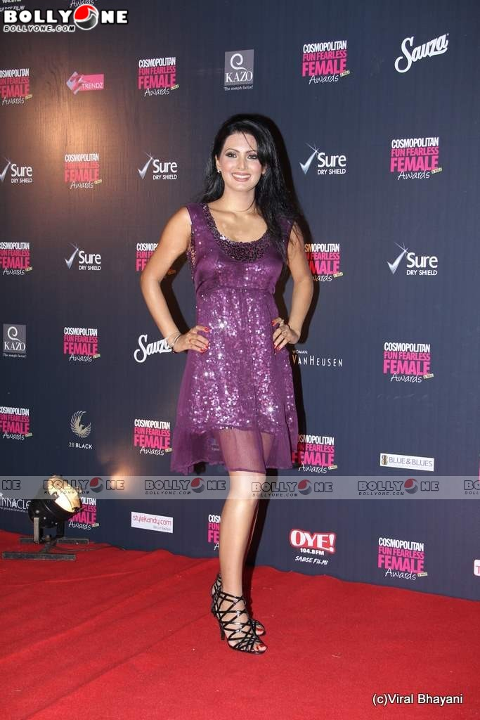 Hot Geeta Basra on Cosmopolitan Awards red carpet