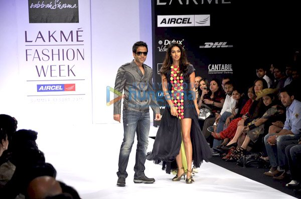  Tusshar &amp; Preeti Desai walk the ramp for Sabbah Sharma at &#39;Lakme Fashion Week 2011&#39;