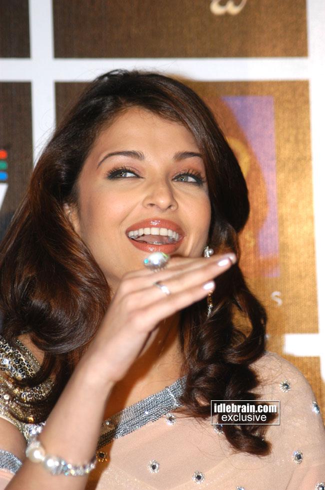 , Aishwarya Rai Latest Close up Wallpapers