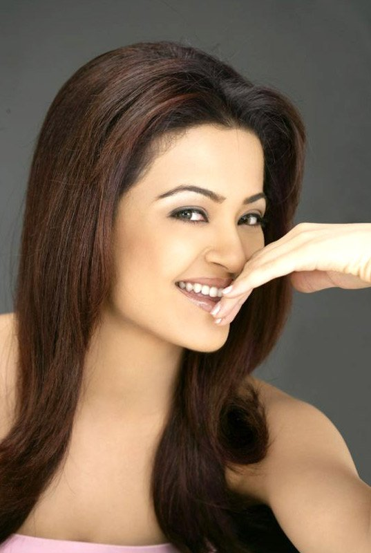 Surveen Chawla Hot Pics