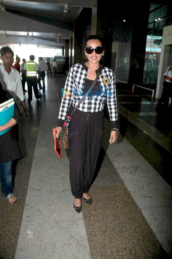 Sonakshi Sinha Pics from Mumbai Airport - Latest