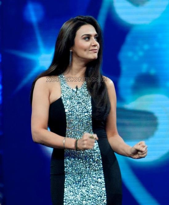 Hot Preity Zinta on Guinness World Record Show