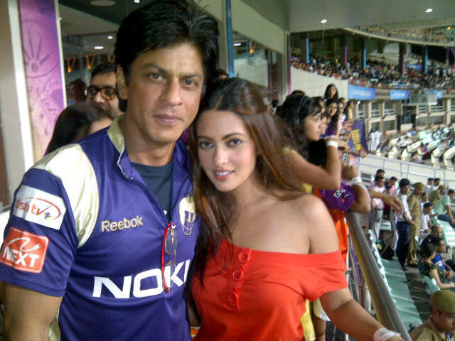 Riya Sen with SRK at IPL Match