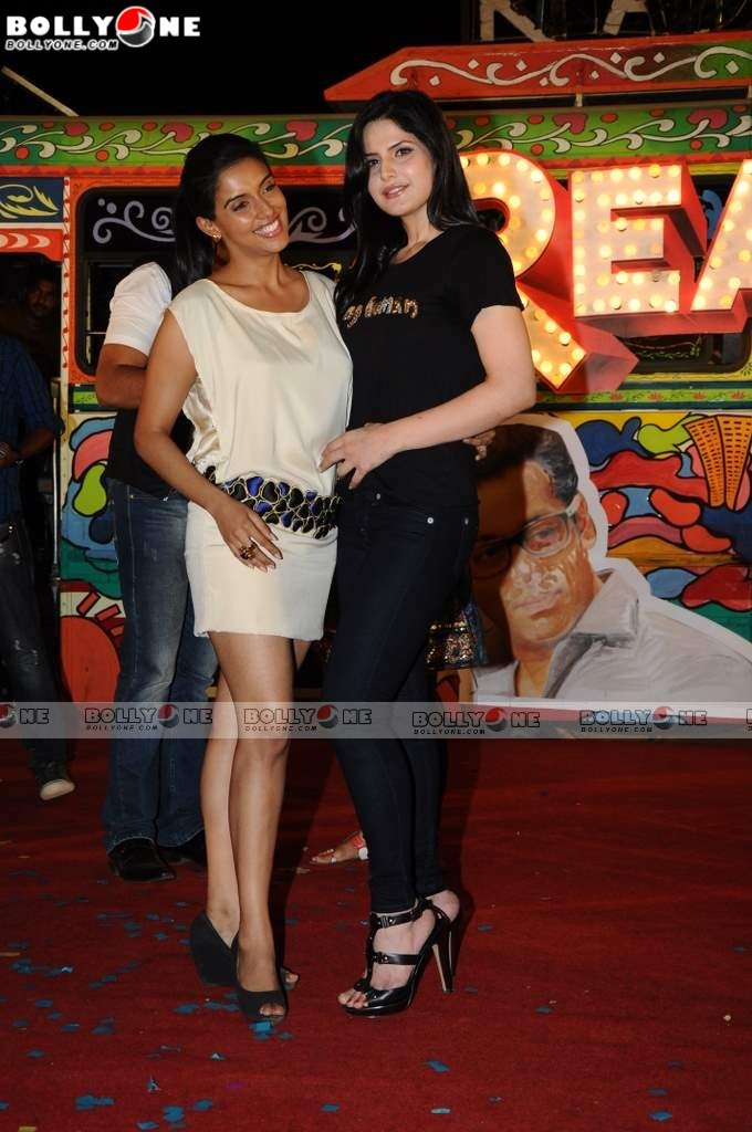 , Zarine Khan & Asin Sizzles at READY Movie Music Launch