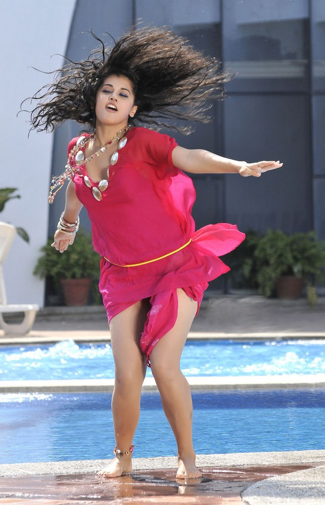 Tapsee Unseen Beach Stills From Mr.Perfect in Pink Dress
