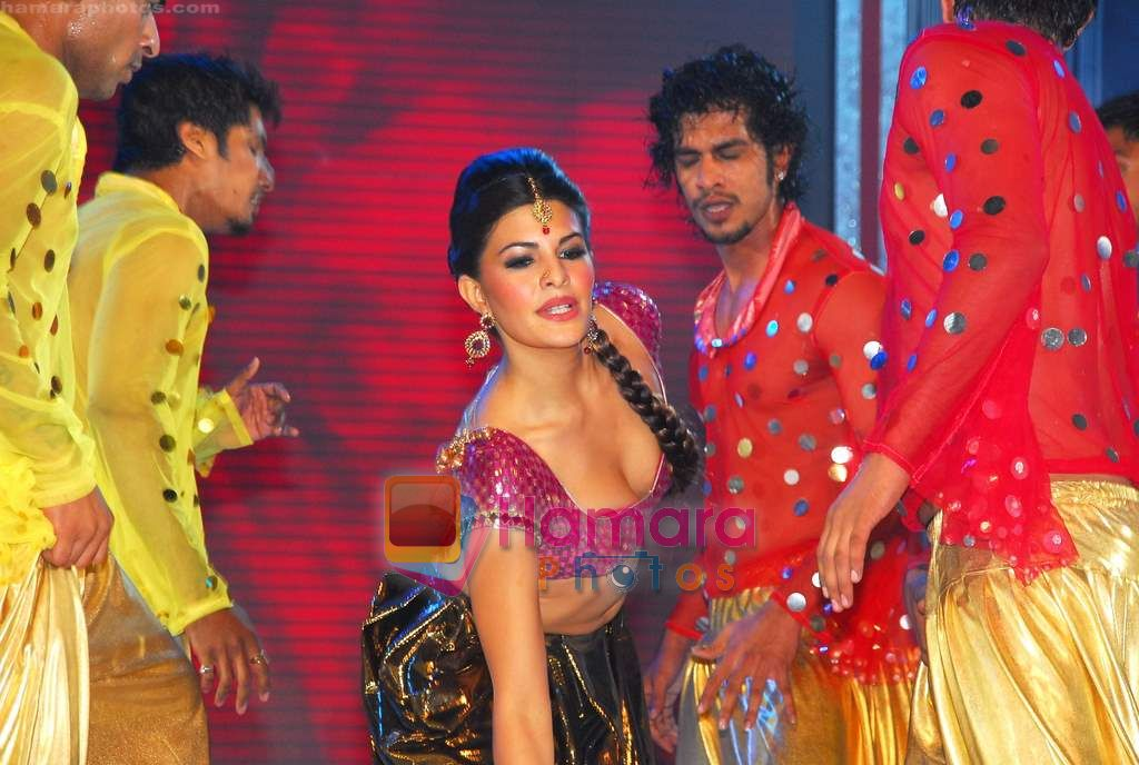 Jacqueline Fernandez hot Dance Performance