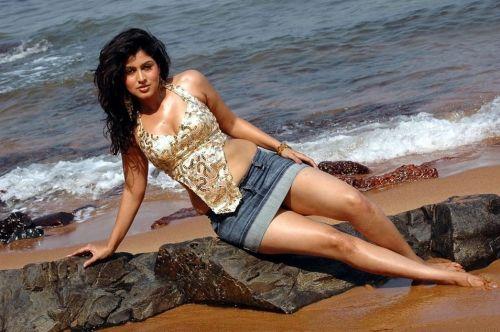 , Sheryl Pinto Hot Golden bikini Pics