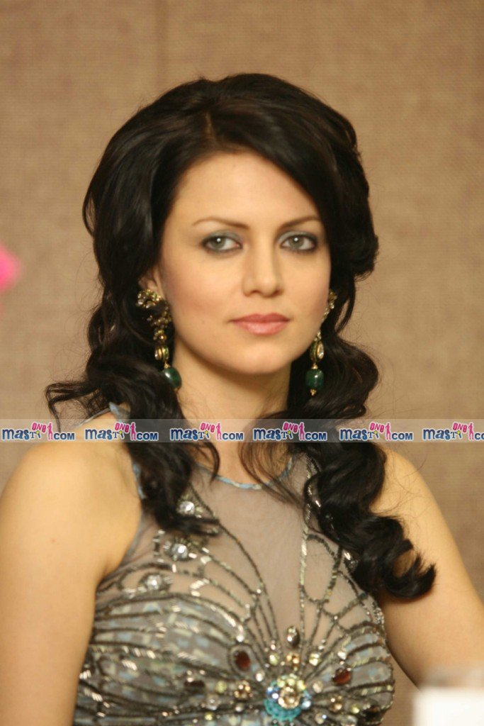 Beautiful Yana Gupta at IMC Czech design Event