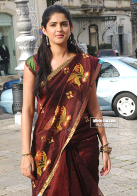  Deekasha Seth -  Deekasha Seth Latest Hot Pics in Saree