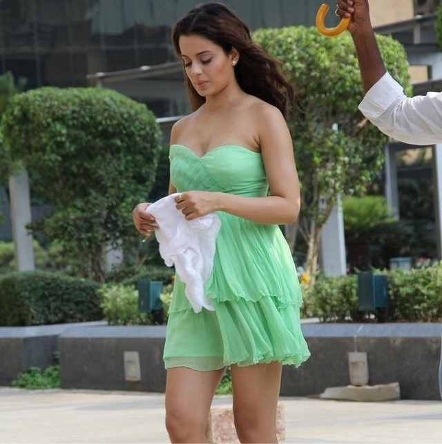 Hot Kangana Ranaut shooting for an AD