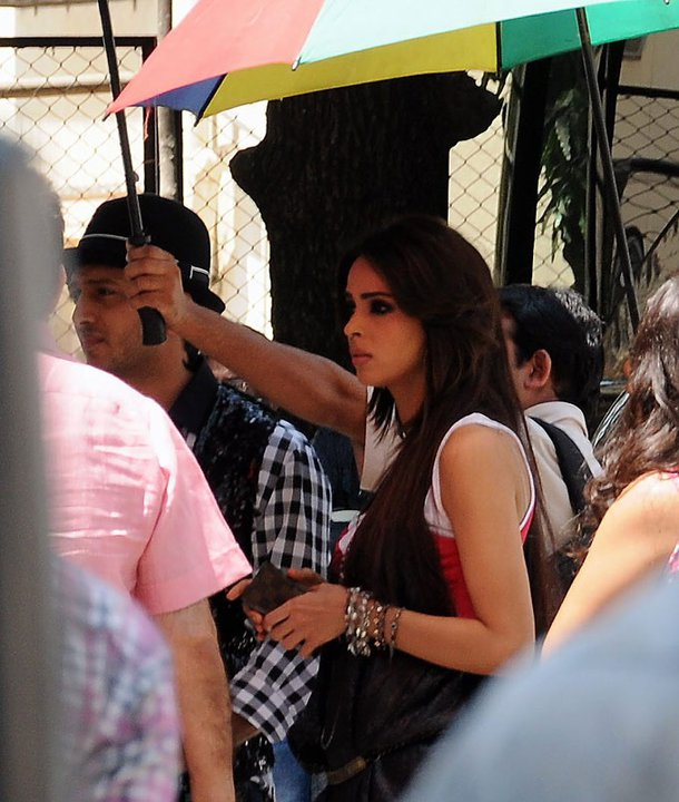 Hot Actress on sets of Double Dhamaal'