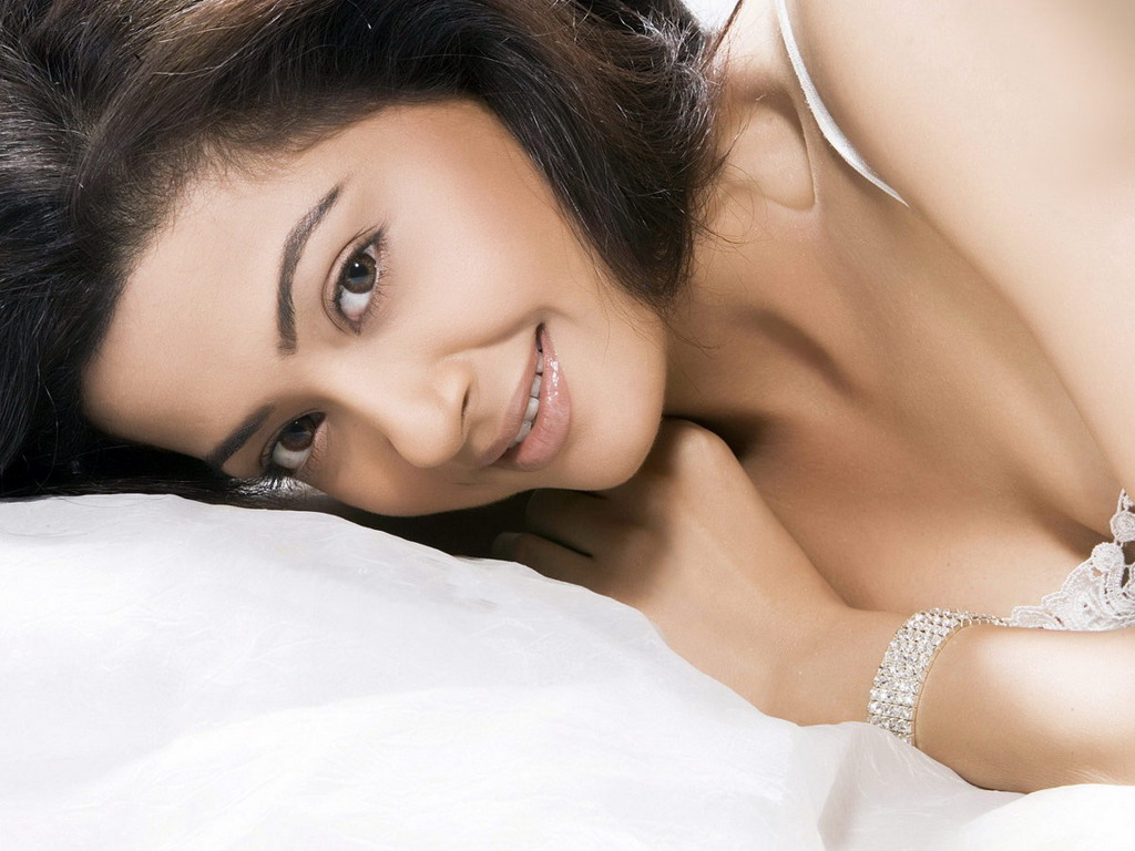 Surveen Chawla Hottest Photo Gallery