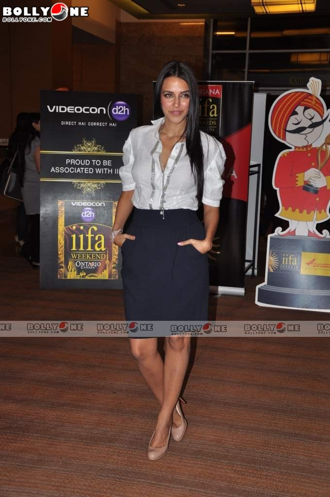 Hot Neha Dhupia At Iifa Press Meet - Famous Celeb Press Meeting Gallery - Famous Celebrity Picture