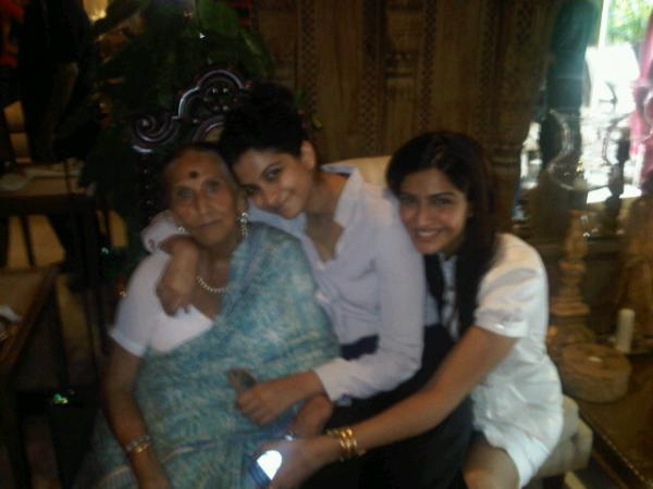 Sonam Kapoor, Rhea Kapoor  - Sonam and Rhea Kapoor with their Grand Mother