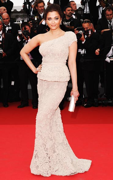 bollybreak_com_12slide1 - Vote! The Sexiest Indian Actress at Cannes