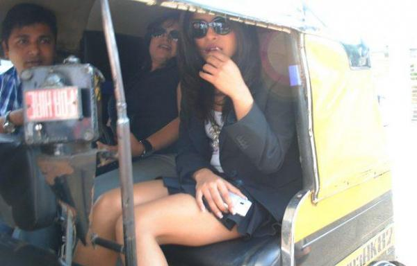 Priyanka Chopra - Real Life Picture : Priyanka Chopra in am Auto Rickshaw