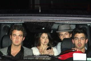 Selena Gomez: Tema Principal [CLOSED] - Página 2 Nick-jonas-selena-gomez-se-van-juntos-BDLT-2