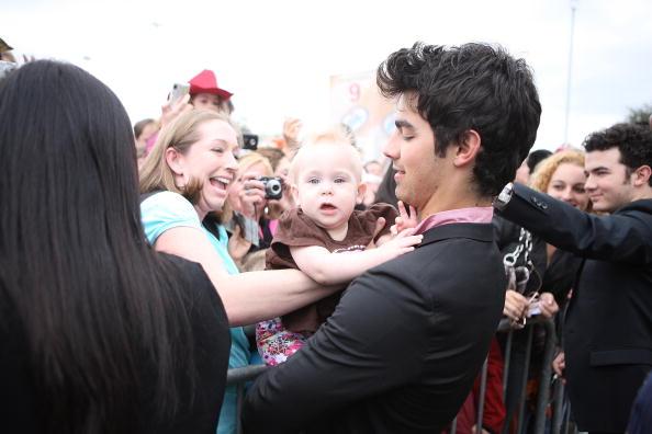 Jonas Brothers: Candids&Noticias >2 [CLOSED] Houston2010mg_(6)