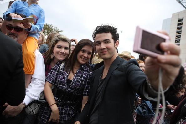 Jonas Brothers: Candids&Noticias >2 [CLOSED] Houston2010mg_(7)