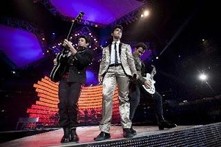 Jonas Brothers: Candids&Noticias >2 [CLOSED] Jbrosrodeo2010