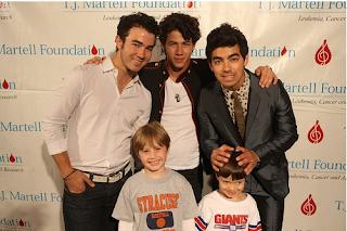 Jonas Brothers: Candids&Noticias >2 [CLOSED] - Página 6 21-04-2010+14-27-28