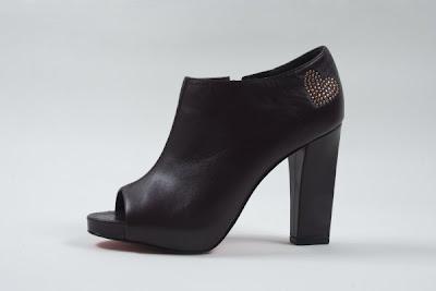 Ankle+Boots+uva+de+couro+Maria+Bonita+Extra+-+R$+710,00