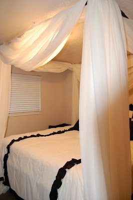 brock haili grace maggie hansen diy canopy bed. Black Bedroom Furniture Sets. Home Design Ideas
