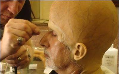 Perekat Khusus Digunakan Untuk Menempelkan Prostetik Ke Wajah