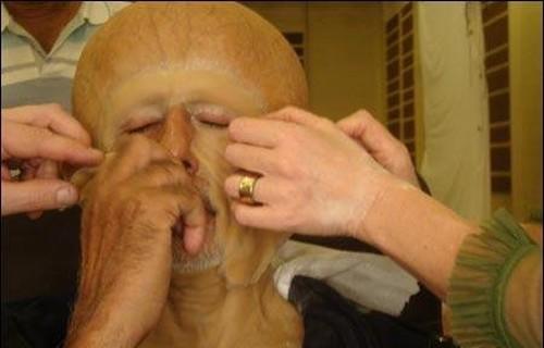 Pemasangan Dan Pelepasan Makeup Prostetik Memakan Waktu Minimal 2 Jam