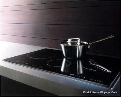 Kompor listrik induksi memasak dengan panas yang dihasilkan dari proses induksi