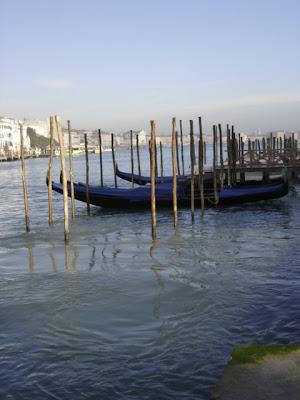 Voyage à Venise [INDEX 1ER MESSAGE] - Page 9 Gondoles+devant+la+Salute