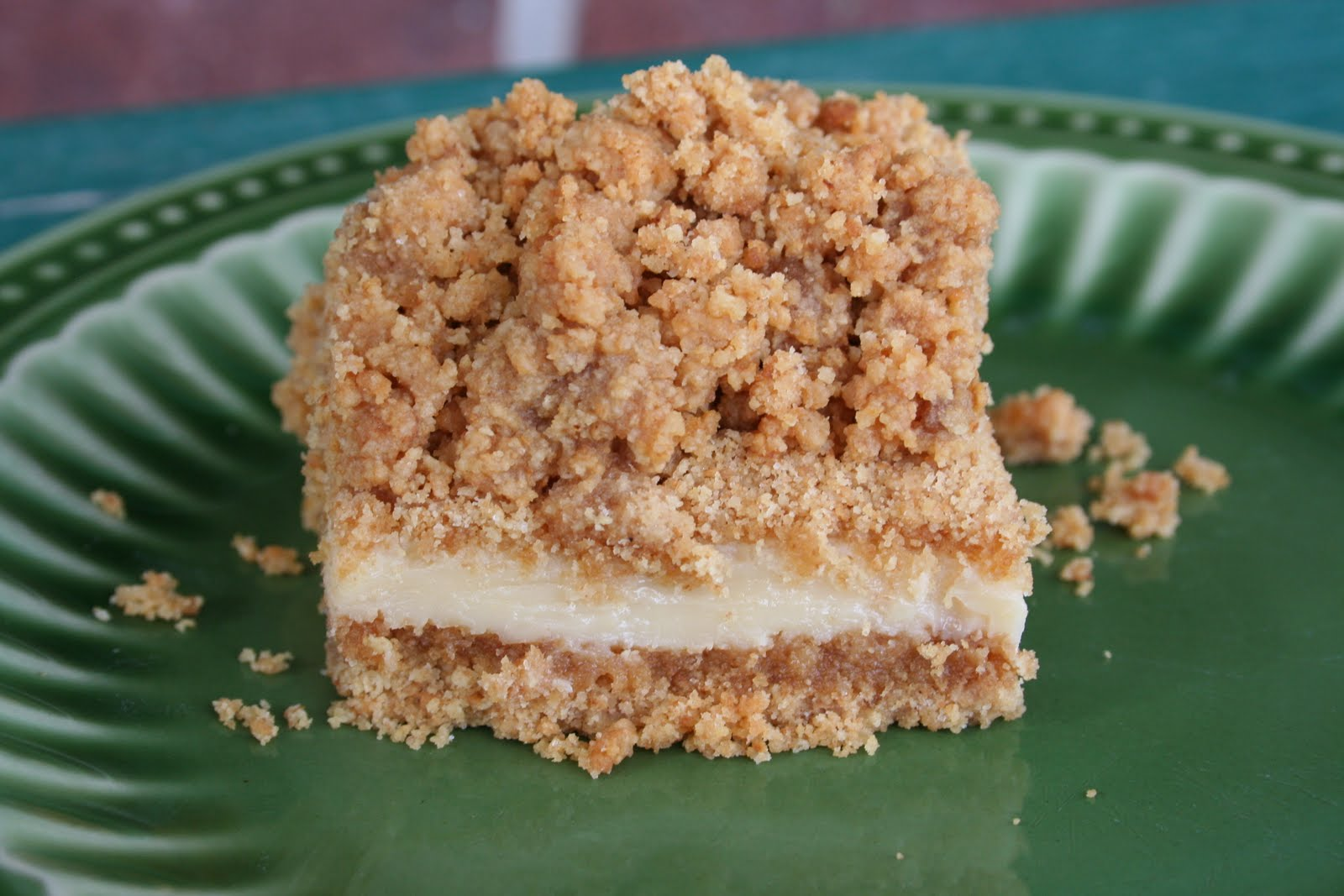 Cool and creamy key lime bars with graham cracker crust and topping.