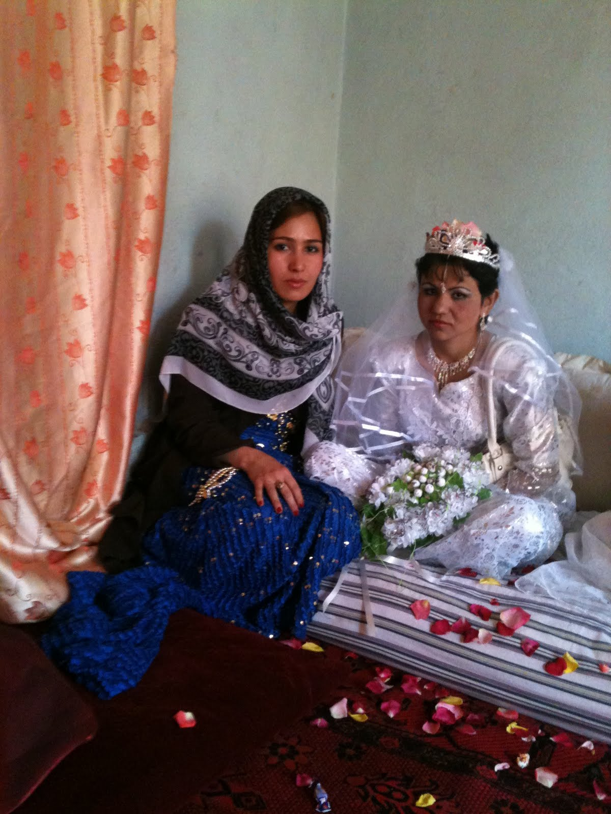 Afghan Wedding Traditions http://glynstrong.blogspot.com/2010/08/afghan-wedding-film-by-glyn-strong.html
