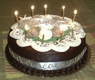 يلا ياجماعة كلة يدخل ويقول كل سنة وانت طيبة يامايا وكل سنة وانت طيب ياMIDO Birthday_cake