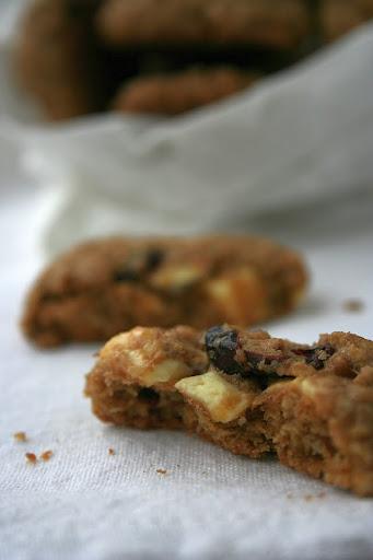 Ciasteczka owsiane z białą czekoladą i żurawiną