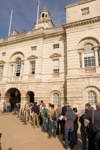 Zwiedzanie Pałacu Straży Konnej w Londynie