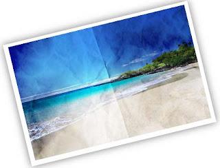 De entre los papeles que están sobre su escritorio y que vienen del sobre ve una postal de una isla en el mar