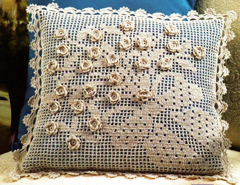 Филейная подушка с объемными