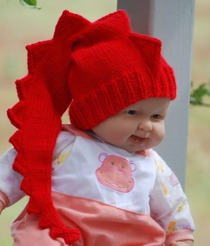 вязаных детских шапочках
