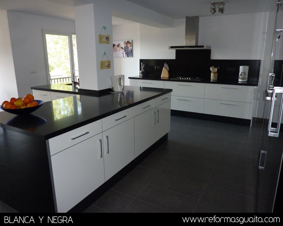 Muebles de cocina en blanco muebles de cocina acabados for Cocinas en blanco y negro